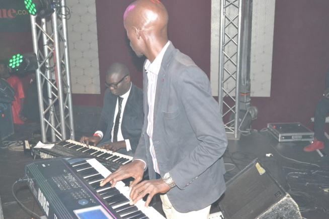 Titi la lionne de la musique Sénégalaise réussit son pari au Dock Haussman de Paris avec Africa Rythme. Regardez
