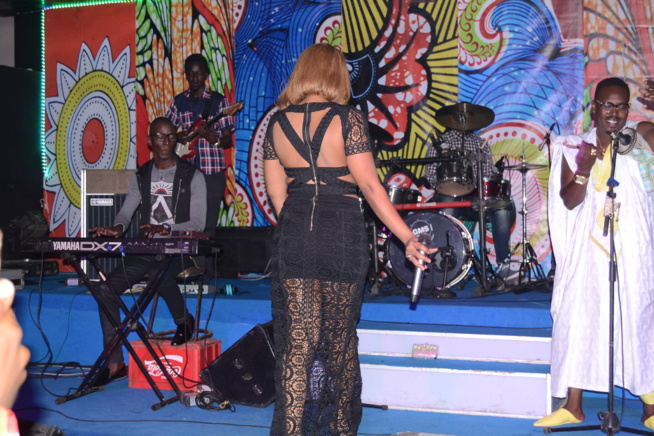 Viviane CHIDID met le feu au SARABAA avec ses fans avant la sortie officielle de son album prévu le lundi 13 Fevrier.