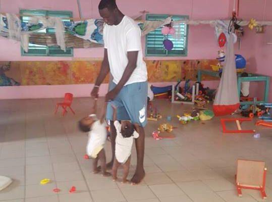 Gorgui offre deux tonnes de riz vitaminé aux bébés de la pouponnière de Mbour