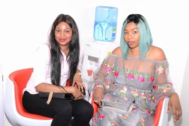 Admirez les belles dames avec taco afro coiffure qui for Salon de coiffure afro chateau d eau