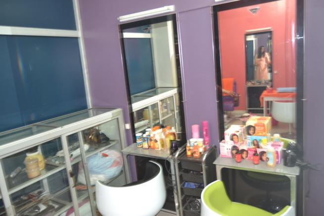 SPÉCIAL FIN D'ANNÉE: L'ESPRIT COSMETIQUE vous ouvre les portes de son institut de beauté: Une beauté silhouette à Dieppeul en face clinique Raby.