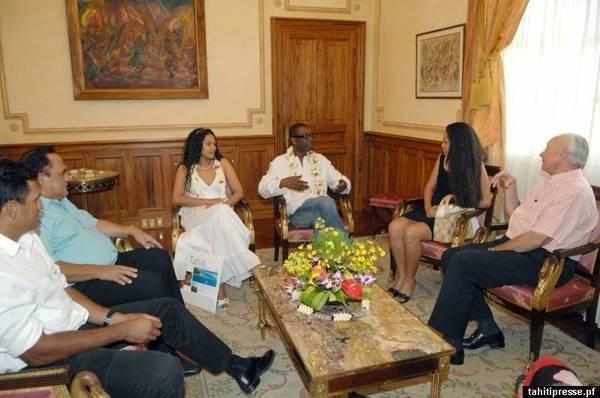 Aida Coulibaly femme de Youssou Ndour : « Mon mari a les capacités de diriger ce pays.