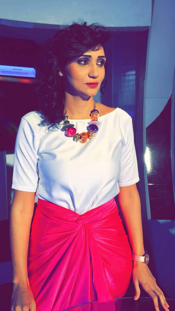 """08 MARS La présentatrice de l'émission """"YESSLU"""" sur la RTS1 Lina Kreaime etale sa classe."""