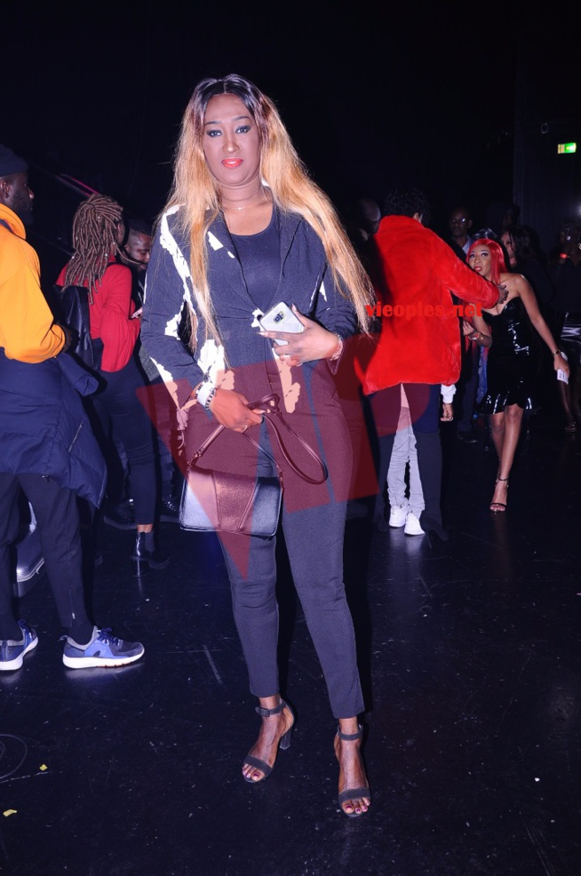 Yama  illumine Paris avec son teint noir