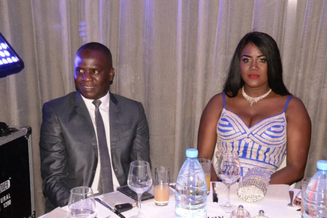 Adja Ombélico garde soigneusement son mari de Mika au Gala TAPIS ROUGE de la collection Mata Style