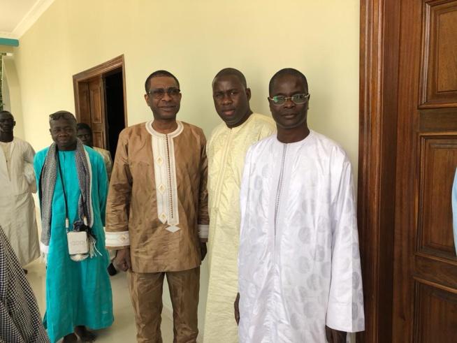Le ministre conseiller Youssou Ndour, en compagnie de son ami Serigne Abdourahmane Mbacké chez le khalife de Serigne Abdou Lahat à Touba.