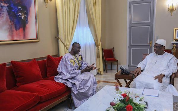 URGENT L'artiste de l'année Pape Diouf reçu par le président de la république Macky Sall. photos