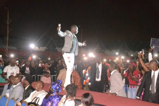Mega Enjoy de Cices:Pape Diouf ferme les portes de Cices avec Plus 10.000 personnes et fait retourner plus de 3000 fans chez eux. Le rendez-vous de la classe.