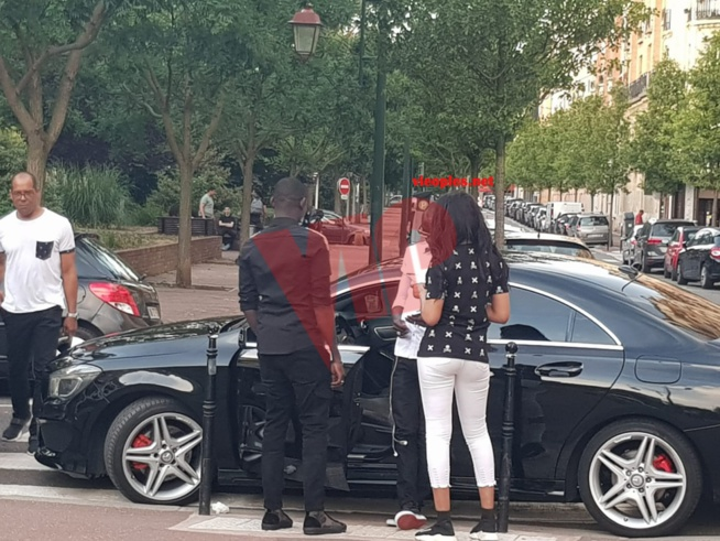 Pape Diouf en mode tournage avec Senepeople à Paris à découvrir bientot.