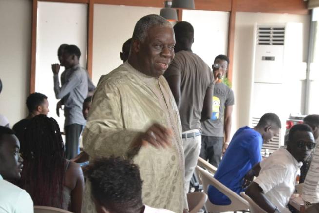 Diop Sy à la rencontre des étudiants pour soutenir le président Macky Sall.