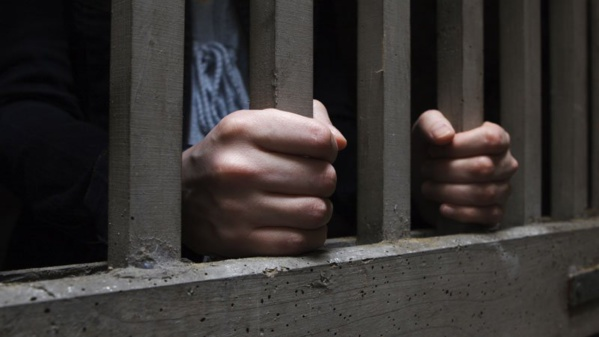 Kaolack :Un individu menace d'incendier le tribunal et brandit deux couteaux