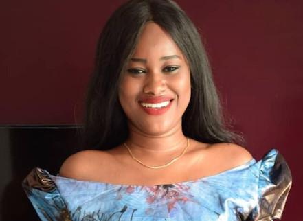 Découvrez le Sagnsé de Khady Ka l'actrice de la série » Belle Mère » !! Sagnsé Sénégalaises lui va à merveille