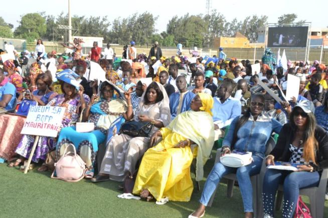 "Le candidat de ""GUEUM SA BOOP"" Bougane Gueye reçoit 794881 signatures ."