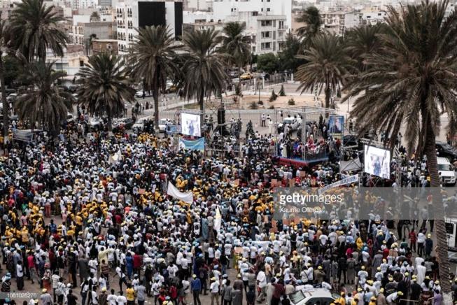 En images, vivez le rassemblement de l'opposition à la place de l'Obélisque