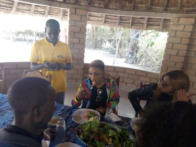 Arrivé du groupe SAFARI pour le carnaval des jeunes de Kafountine