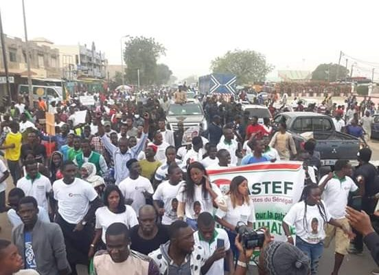 Mbour en Feu avec Ousmane Sonko ! la coalition « Sonko président » a mobilisé un monde fou, la caravane bloquée par des militants de BBY