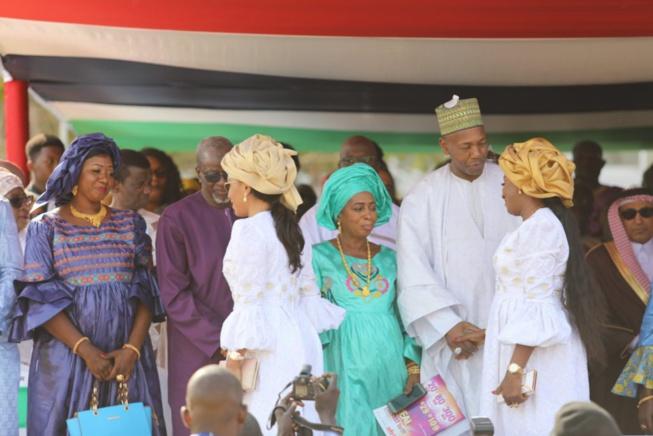 Fête de l'indépendance de la Gambie: Les 2 épouses de Adama Barrow toujours proche …Sagnsè à couper le souffle