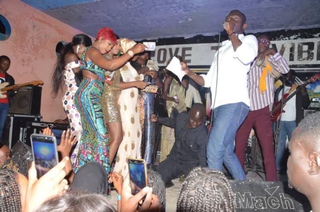 EN IMAGES: Birkama Pape Diouf remplit le Jokko Art pour fermer ses 72H en Gambie.