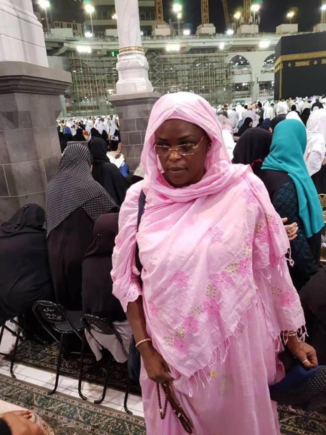 Marième Faye Sall devant la « Kaaba » après la victoire de son mari au premier tour.