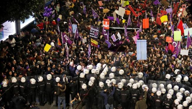 Turquie: violente répression d'une manifestation de femmes