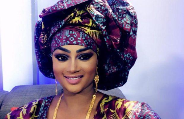 Adja Astou rayonnante et très chic, Sagnsé Sénégalaises lui va à merveille