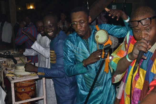 66 IMAGES: STUTTGART: Pape Diouf dans la chaleur du Stage Stadium Theatre pimente les gambiens avec Alpha Prod.