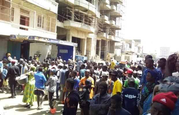 Incendie à l'Avenue Blaise Diagne : Des risques d'explosion annoncés, La police évacue le périmètre de l'immeuble
