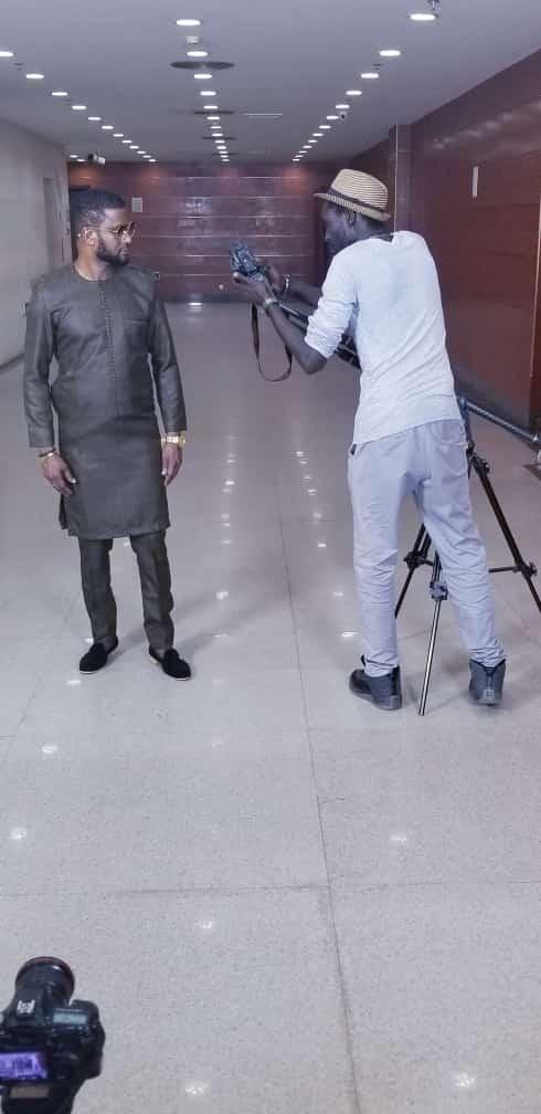L'artiste Mauritanien Ousmane Gangué en mode shooting.