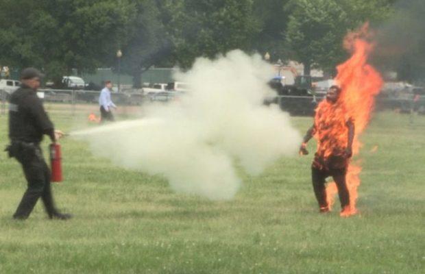 Vidéo- Etats-Unis : Un homme s'immole par le feu tout près de la Maison Blanche