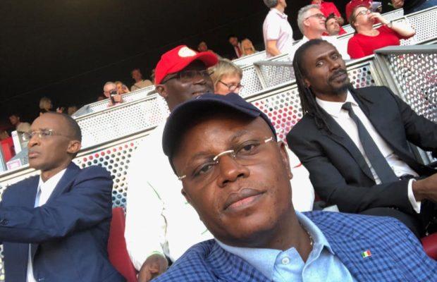 Le ministre du sport Matar Ba, le président de la fédération sénégalaise de football, le vice président et le Sélectionneur Aliou Cissé à Madrid pour soutenir Sadio Mané.