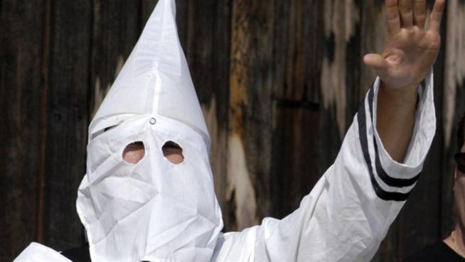 2 Allemands, membres du KKK battent un Sénégalais qui finit en soins intensifs