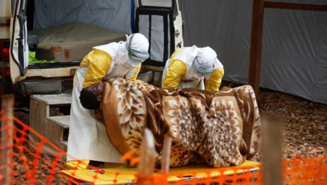 Ebola: de nouveaux cas confirmés en Ouganda, réunion d'urgence à l'OMS