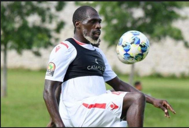 Joash Onyango (Barbe Blanche) , 27 ans et défenseur de l'équipe du KENYA