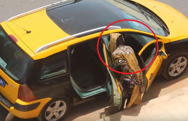 Faire monter un djinn dans un taxi