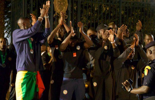 Macky Sall adoube la jeunesse sénégalaise :  » Elle a mis le pays en liesse, réconciliant par la magie du sport, les cœurs et les esprits «