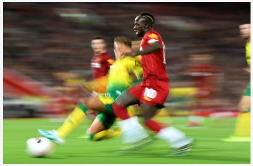 Premier match: Regardez l'accueil de Anfield pour Sadio Mané
