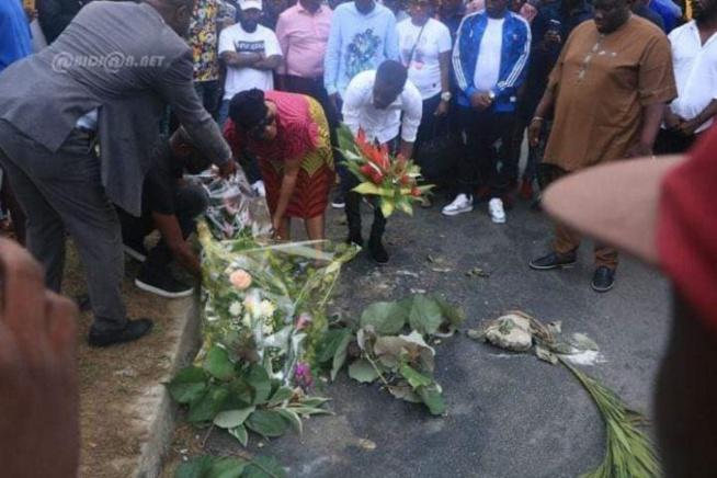 Les images de Tina Glamour inconsolable sur le lieu de l'accident de son fils Dj Arafat