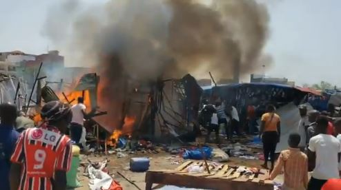 Vidéo-urgent :Incendie au marché des ambulants du rond point liberté 6