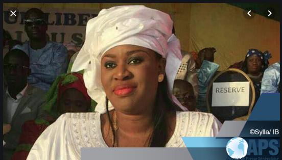 Un an de plus ça se fête: Nene Fatoumata Tall, ministre de la jeunesse souffle une bougie de plus.