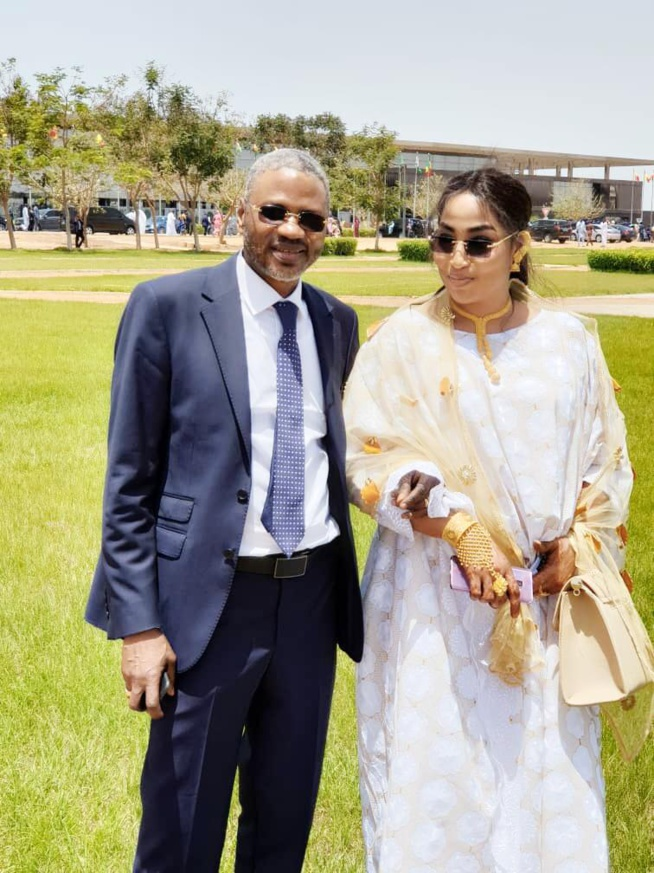 Askia TOURE et sa femme étale de l'or