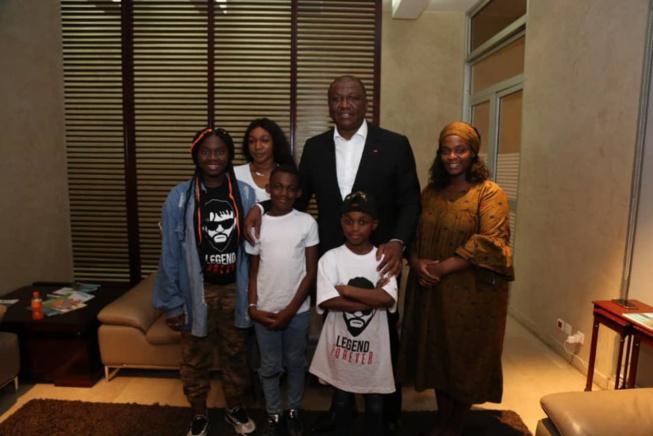 Venus pour les obsèques de leur père DJ Arafat, Les enfants rentrent en France.