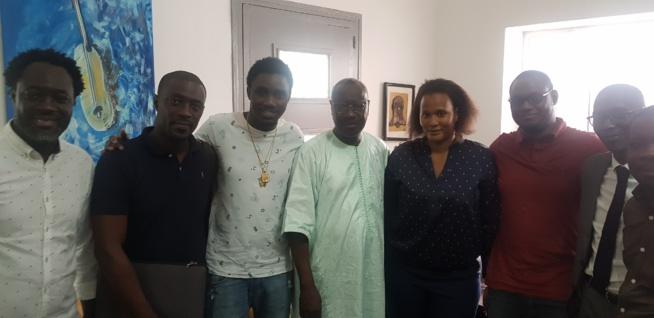AFFAIRES:Waly Seck sur les traces de Youssou Ndour, sa premiére puce de téléphonie sera bientôt disponible avec le 75