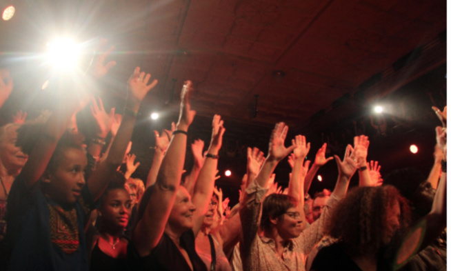 Salle comble à Zurich, Youssou Ndour met le feu encore .