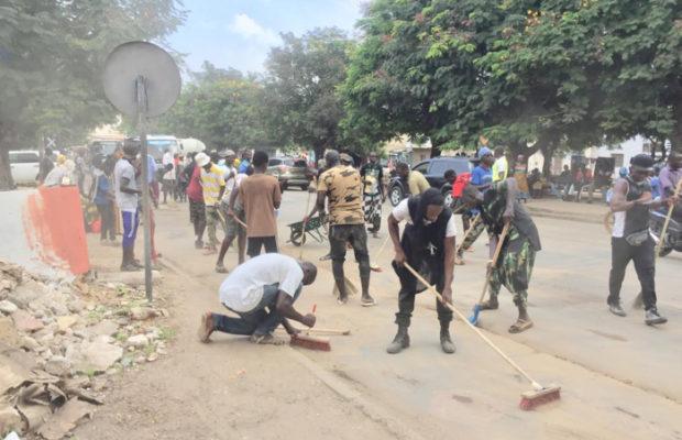 Accueil du Khalife général des mourides à Dakar : Des «Baye Fall» prennent le balai pour un grand nettoyage des avenues Bourguiba et Cheikh Ahmadou Bamba