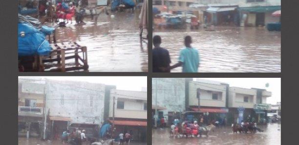 Grand-Yoff: la pluie transforme le quartier en marigot, les charretiers imposent leur diktat