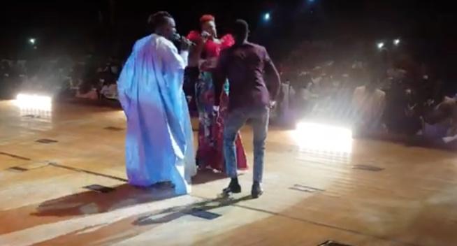 Guichet fermé au grand theatre: Momo Dieng retrouve son frère Pama Dieng sur scène avec fierté.