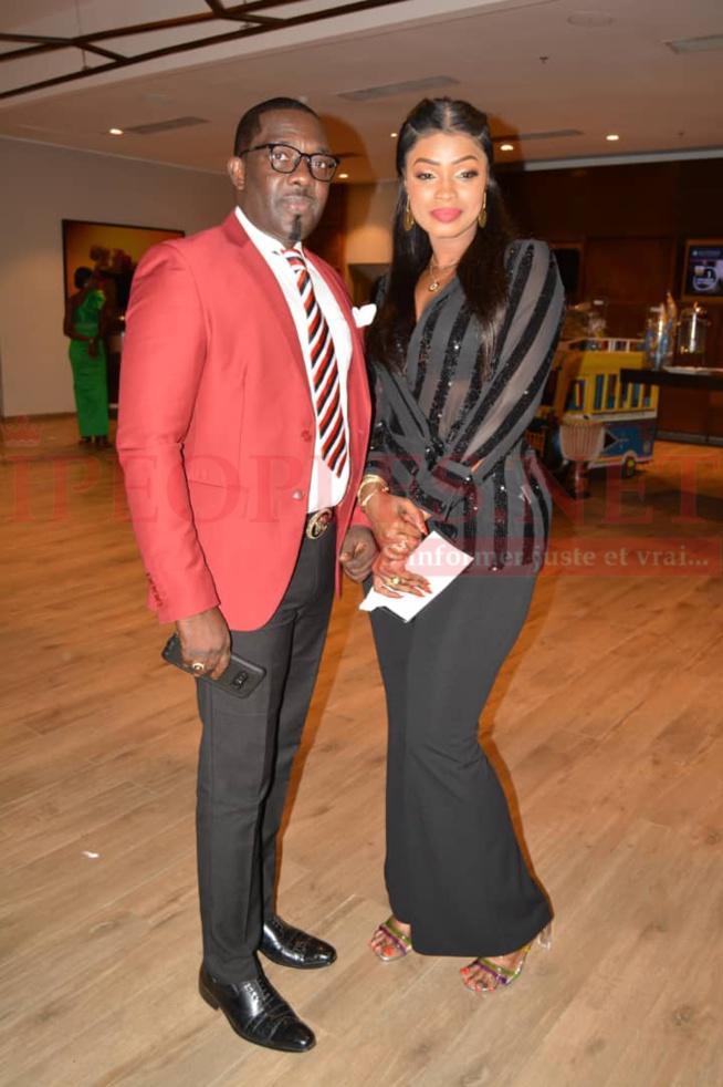 Mbaye Dièye Faye en toute complicité avec son « Goro » et sa fille Thiané Faye et Mbathio Ndiaye à la soirée de Vivi au Pullman