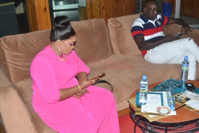 L'ex député Fatou Thiam, madame Djazaka dans les coulisses de Célébrité en Ligne sur la 2STV.