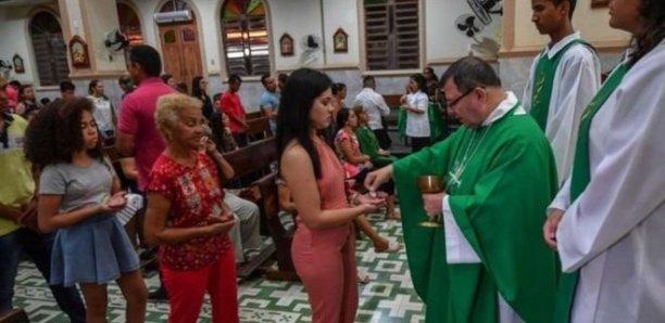 L'Église catholique assouplit le célibat des prêtres