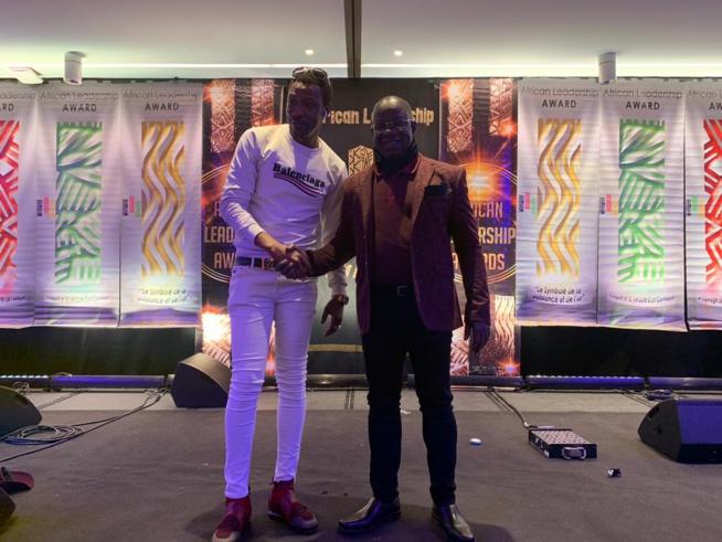Tange Tandian, administrateur de vipeoples.net reçoit les félicitations et encouragements du président Mbagnick Diop pour son travail sur les African Leadership Award de Paris